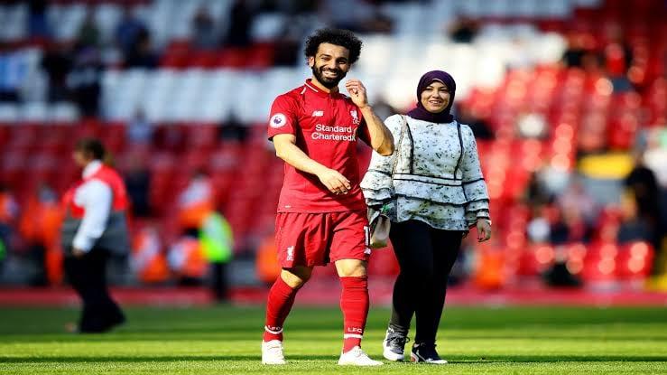 محمد صلاح يحذف صور زوجته من إنستجرام