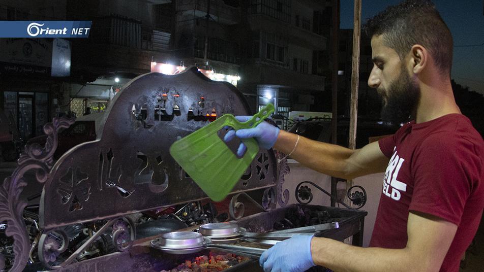 شاب سوري يتمكن من شوي وقلي البوظة ويحقق ترند وعالمية (فيديو + صور)