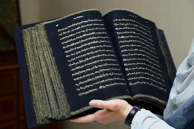 الكويت تصدر قرآنا جديدا خاليا من سور وآيات محددة ليتماشى مع التطور والعصر (فيديو)