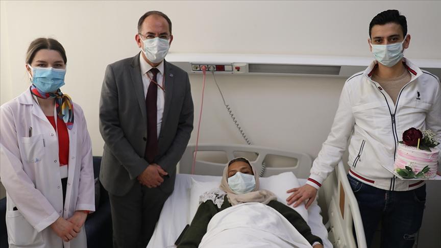 تركيا تشيد بشاب سوري يقيم لديها قدم قطعة من جسده لوالدته وفاء لها