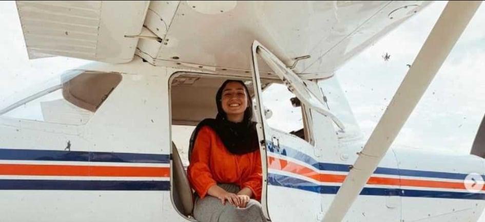 شابة سورية متميزة تحقق حلمها وتصبح سفيرة وطيارة (فيديو)