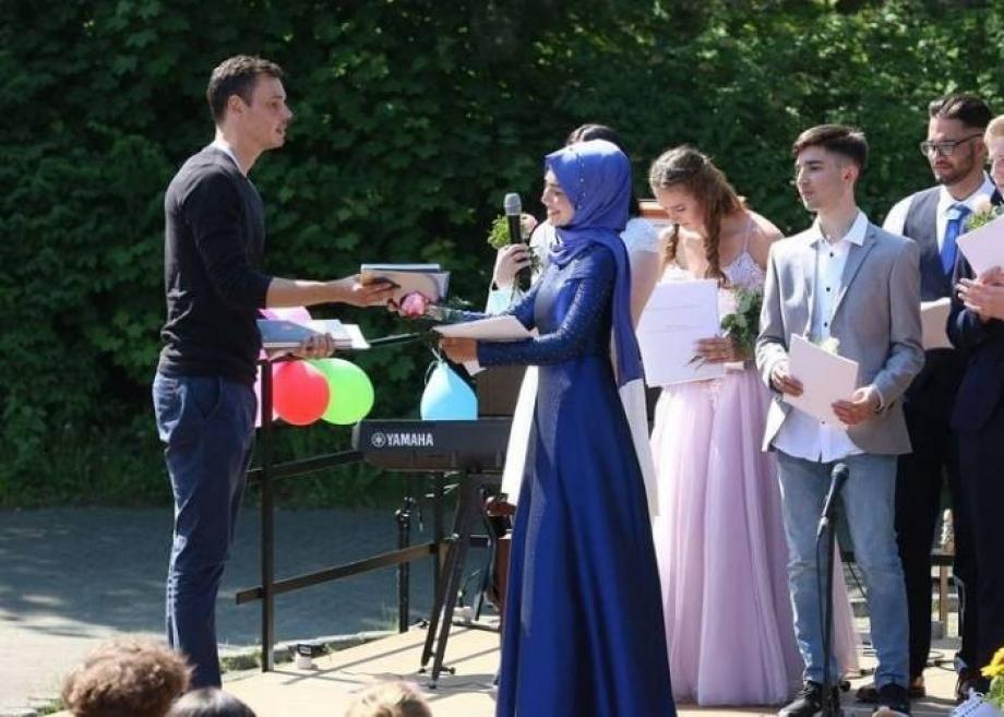 شابة سورية تصنع المستحـ.ـيل في ألمانيا وتوجه رسالتها للسوريين للوصول لما وصلت إليه