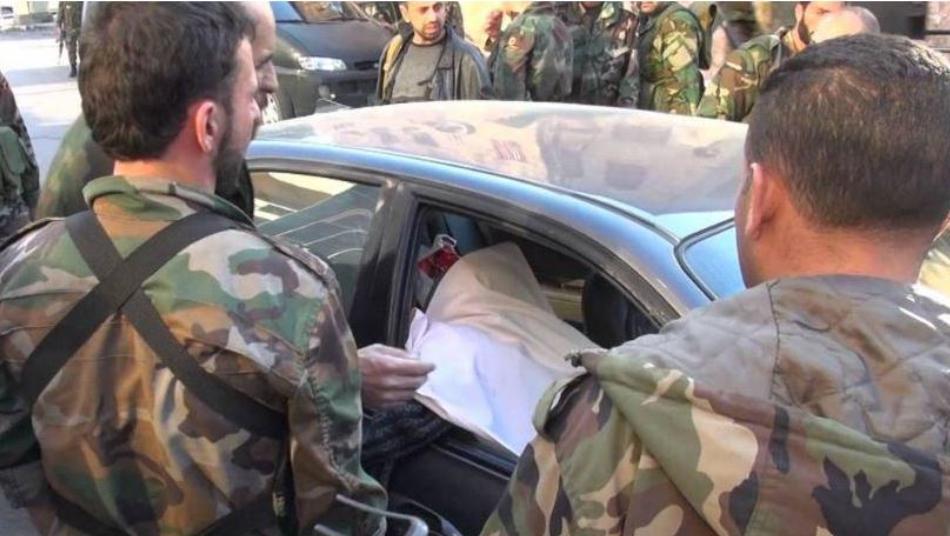 """والدة أحد قادة الجيش السوري تنتفـ.ـض في وجه بشار الأسد """"كبـ.ـوه بالزبـ.ـالة"""" صور"""