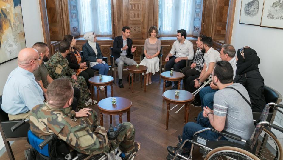 عنصر في الجيش السوري يتحدث عن قصته مع أسماء الأسد وانحيازها بتلبية المطالب حسب رغباتها الخاصة