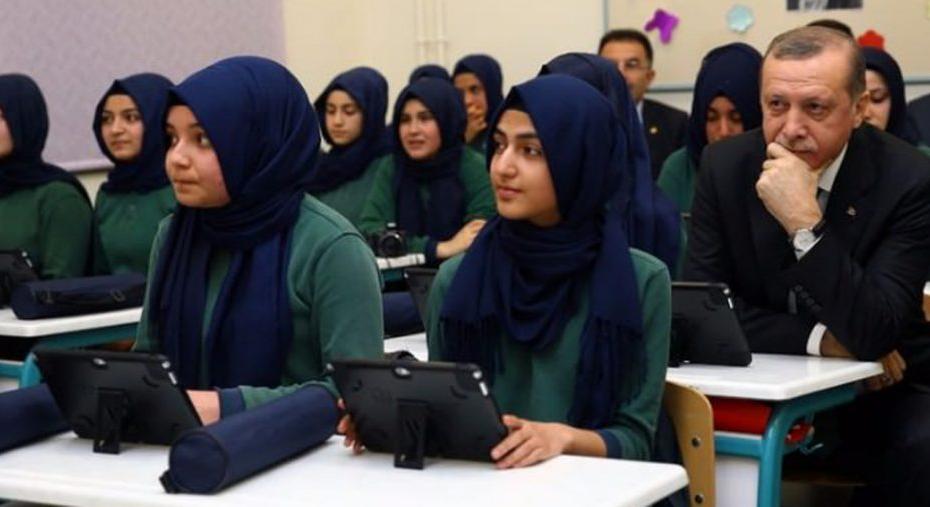 شمل القرار جميع السوريين.. وزارة تركية تعلن عن قرار هام حول مستقبل التعليم في البلاد