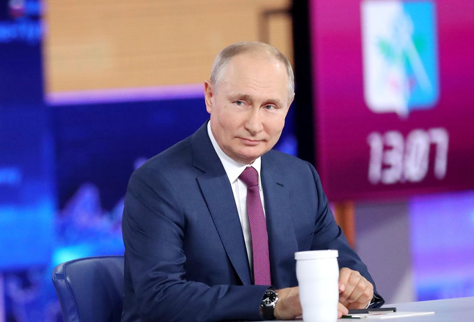 أسـ.ـرار عسكـ.ـرية واحتمال نشوب حـ.ـرب عالمية ثالثة والطريق إلى السعادة في حوار بوتين المباشر (فيديو)