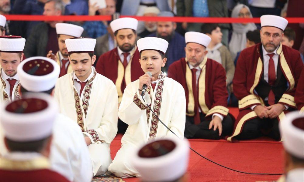 تلبية لنداء أردوغان تركيا تبـ.ـهر العالم بحفاظ القرآن المتخرجين في اسطنبول (فيديو)