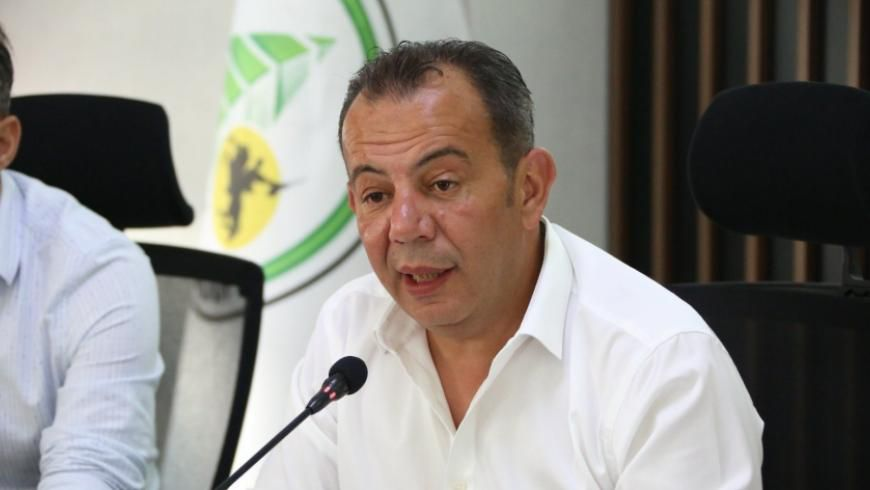 خطوة طال انتظار السوريين لها أخيراً تحرك رسمي ضد رئيس بلدية أبرم العديد من القرارات بحق السوريين