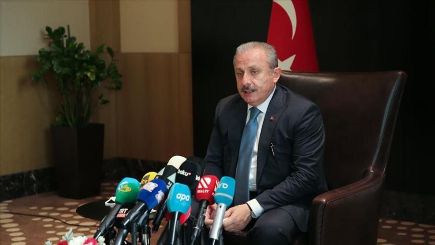 رئيس البرلمان التركي يتعامل بطريقته مع اللاجئين السوريين ويحدد موقف بلاده النهائي من الترحيل