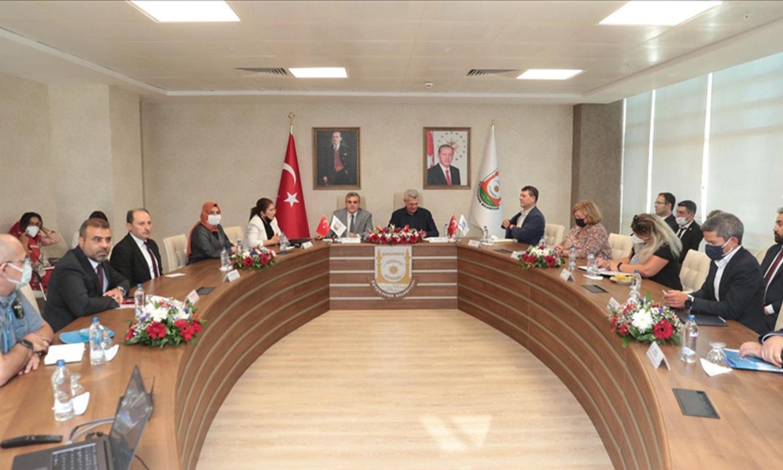 مسؤول دولي كبير يزور اللاجئين السوريين في تركيا ويبين لهم ماعليهم فعله في البلاد خلال الفترة الحالية