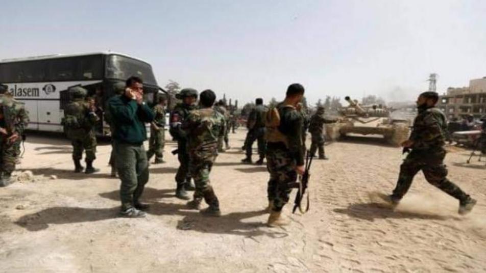 ماهر الأسد يذ.ل عناصـ.ـر حرس بشار الجمهوري ويسيطـ.ـر على أسلحـ.ـتهم (فيديو)