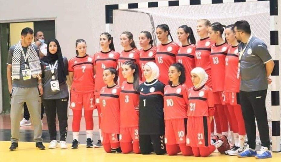 فضـ.ـيحة مدرب منتخب سوريا لكرة اليد بعد ممـ.ـارساته الأخـ.ـيرة مع اللاعبات خلال البطولة