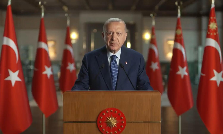 أردوغان يوجه انتقاده لإحدى الدول جراء تعاملها السيئ مع السوريين.. سأقف مع إخوتي (فيديو)