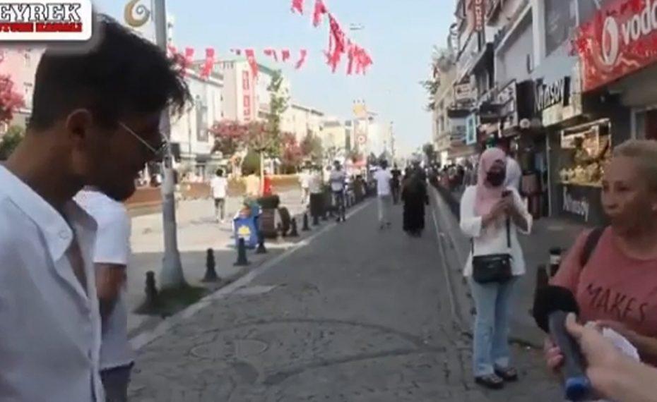 سيدة تركية تهـ.ـاجم شاب تركي يتحدث عن السوريين بعنـ.ـصرية وتفـ.ـند الإشـ.ـاعات والأكـ.ـاذيب ضـ.ـدهم (فيديو)
