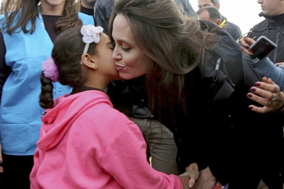 أنجلينا جولي تعبّر عن دهشتها لصمود السوريين عشر سنوات وتُبيّن شعورها