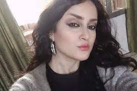 شاعرة علوية تهــ.ـاجم بشار الأسد ورامي مخلوف وطائـ.ـفتها! (فيديو)