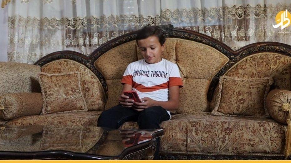 طـ.ـفل سوري في إدلب يشكل حـ.ـالة استثنائية بالمنطقة بعد دعوة أبيه الأخـ.ـيرة