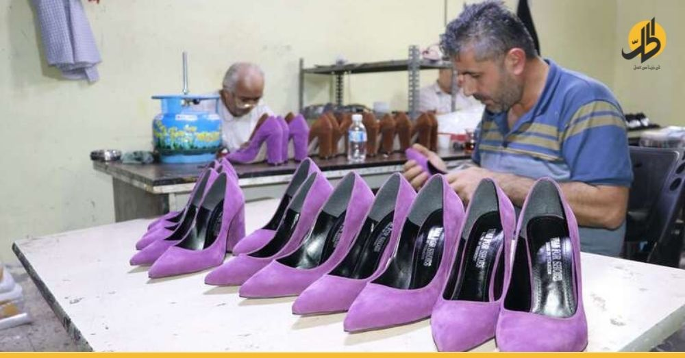 رجل سوري في تركيا يبرع بالأحذية النسائية لتبدو الأقدام أكثر جمالاً