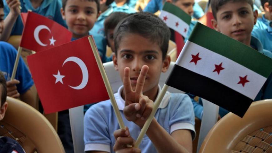 شاب سوري يبتكر حل لتعرض الطلبة السوريين في المدارس التركية للتنــ,مر والعنصــ.رية من قبل الطلاب الآخرين
