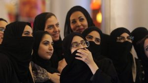 حصل على مشاهدات خيالية.. محجّبة سعودية تُشعل مواقع التواصل بفيديو غنائي (صورة)