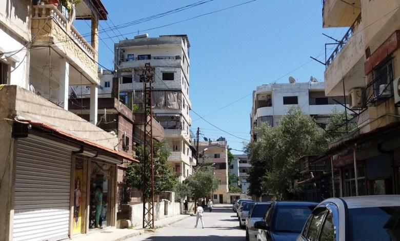 سوري يحاول مساعدة جارته فيسـ.ـقط من الطابق الرابع